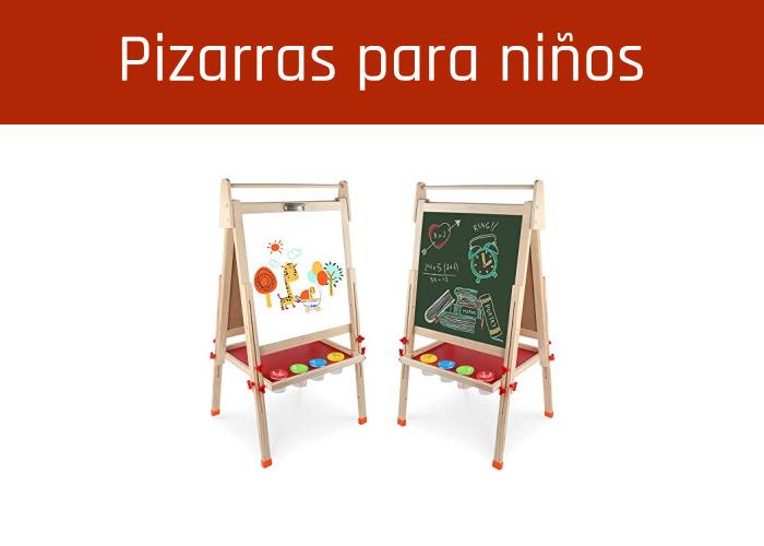 Pupitres y pizarras escolares para niños pequeños